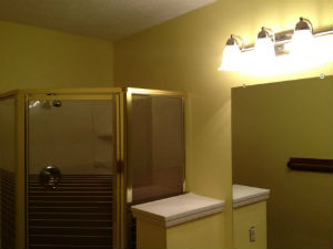 painting small bathrooms images